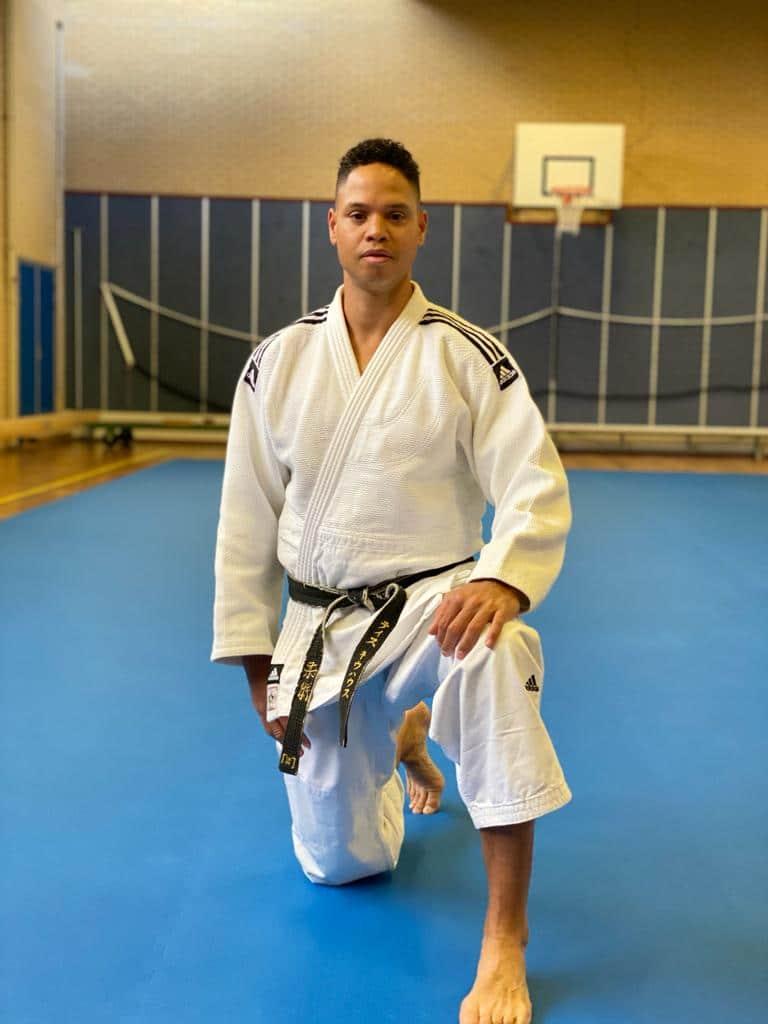 sensei Thijs geeft jiu-jitsu en is eigenar van van Budosport Neuhaus